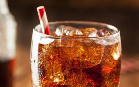 """在炎热的日子里,你应该避免喝的3种""""提神""""饮料"""
