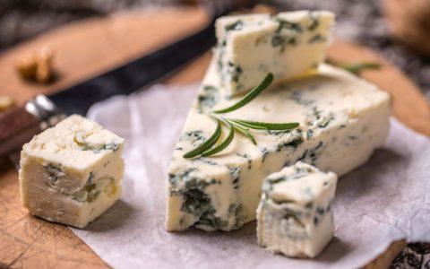 蓝纹奶酪怎么吃,蓝纹奶酪对身体有害吗?