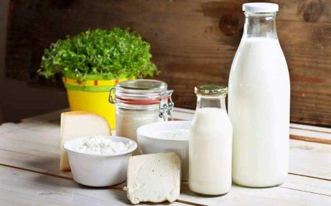 早上喝牛奶补钙竟是错的!日营养师:晚上存骨本效果才好